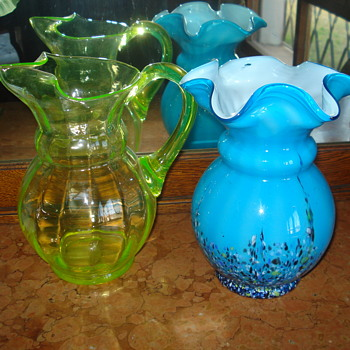 A Kralik shape comparison between an uranium pitcher and a harlequim vase