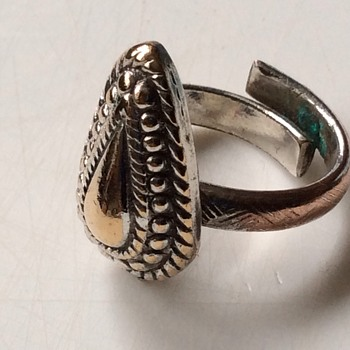 Antique looking ring 2 - Costume Jewelry