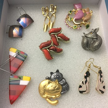 Earrings and brooches - Costume Jewelry