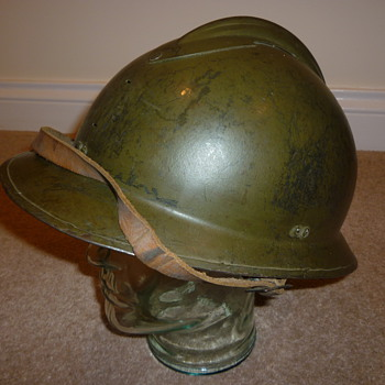 French WW11 steel helmet - Military and Wartime