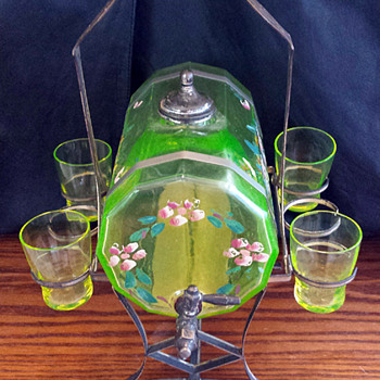 Victorian Vaseline glass whiskey barrel decanter