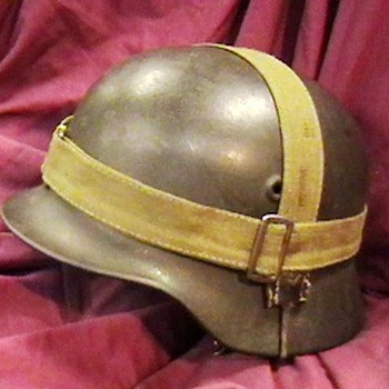 WW II German M-40 Helmet - Military and Wartime