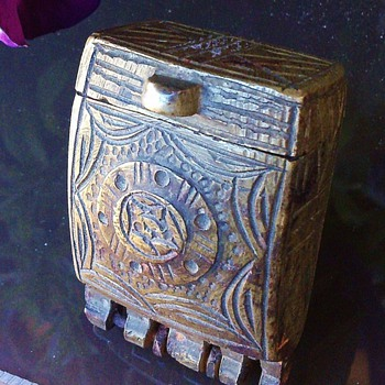 Want to learn about this brass snuff box - Tobacciana