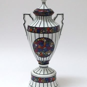 Mystery porcelain urn - Pottery
