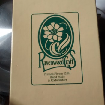Ravenwood Craft Pressed Flower gift from the vintage retro 60s onward era