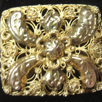 A little golden peasant brooch - Fine Jewelry