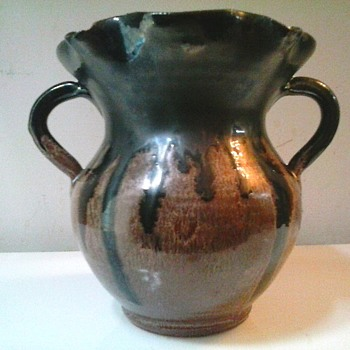 "A.R. Cole Pottery Sanford North Carolina/5.5"" Brown Drip Glaze Ruffle Top Two Handle Vase /Circa 1941-1950's"