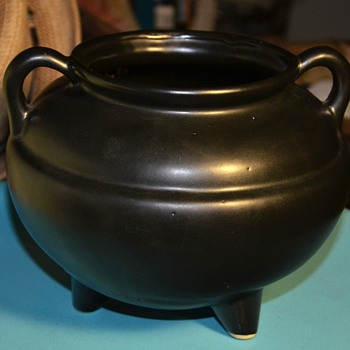 Robinson Ransbottom Matt-black Pottery Kettle - RRP CO - Roseville - USA - Pottery