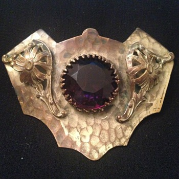 Art Nouveau C-clasp brooch with giant amethyst