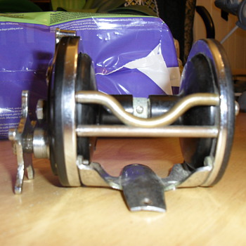dont know much about this reel need help knowing who made it - Fishing