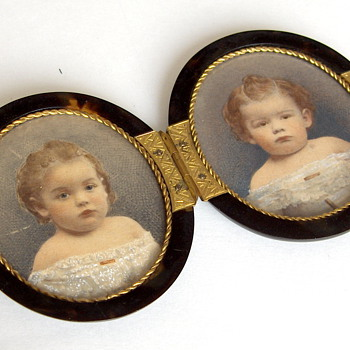 Antique Melancholy Baby Photos Double Tortoise Shell Purse Table Frame Locket - Photographs