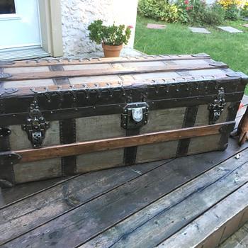 antique trunk 1890's - Furniture