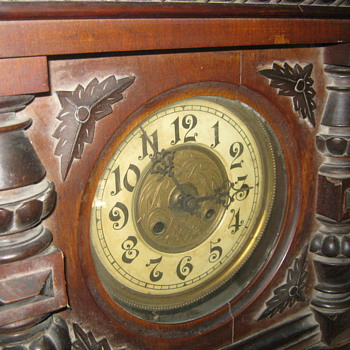 VERY OLD WOODEN CLOCK(WALL) IN THE FAMILLY FOR 100 YEARS MINIMUM ANY ONE KNOWS ANYTHING? - Clocks