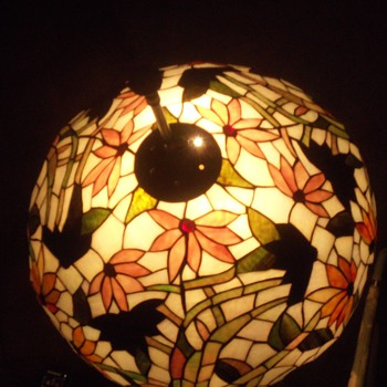 BEAUTIFUL TIFFANY STYLE LEADED GLASS LAMP SHADE