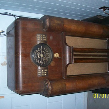 Antique Zenith Radio - Radios