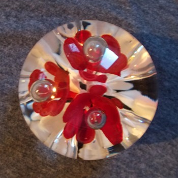 Help Identify Paperweight Red Trumpet/IcePick flowers - Art Glass