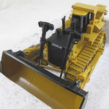 Caterpillar D11R Collector Edition - Toys