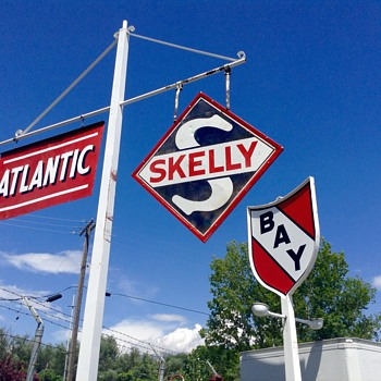 Skelly sign