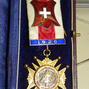 Gold Masonic medal for services rendered as NA - Medals Pins and Badges