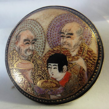 Wonderful antique Japanese Satsuma brooch or pin. - Fine Jewelry