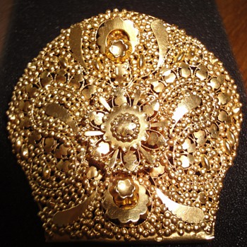 14K gold brooch made from an originally so called: Oorijzer