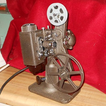 Revere Model 85 8mm Film Projector Circa 1945 pt 1