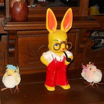 Knickerbocker Plastic Rabbit Bank 1950s - Advertising