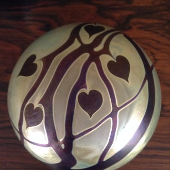 Zweifel Glass Heart Vine Paper Weight