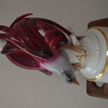 Photo of plug of porcelain lamp