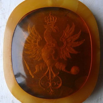 amber thing with ingrained coat of arms - Fine Jewelry