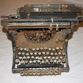 Underwood No. 3 Typewriter