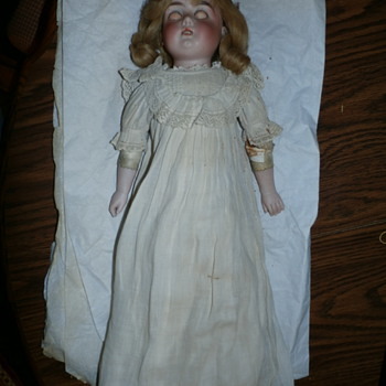 MOM'S OLD CHINA DOLL