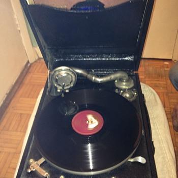 Suitcase crank record player