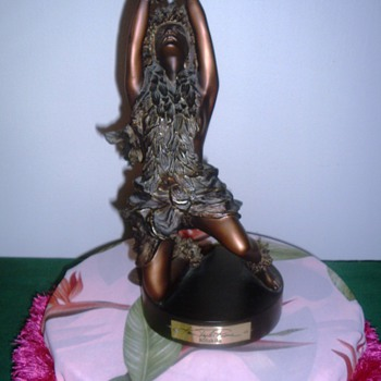 Bronze hula-dancer