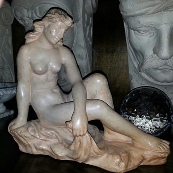 Terracotta female nude relining  - Figurines