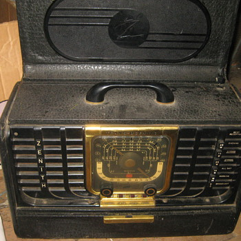 can you help with this/ old  Zenith Radio/ looking for value or one like it - Radios