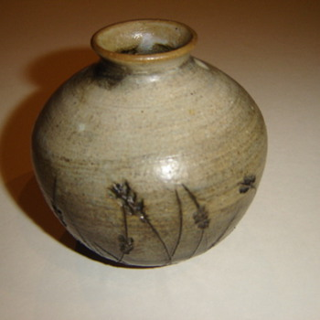 Unknown maker/mark  ceramic vase - Art Pottery