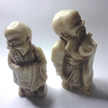 Two Japanese or Chinese bisquit figurines