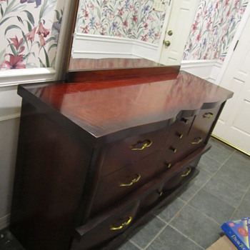 Mid-century ? mahogany dresser and night stands unk maker? ID help?