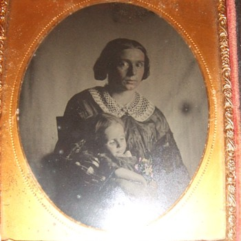Tragic Post Mortem ambrotype of Mother and Child - Photographs