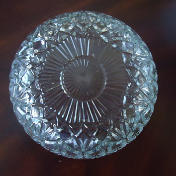 THIS IS A CLEAR BOWL... - Glassware