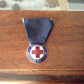 WWII AMERICAN RED CROSS SERVICE PIN