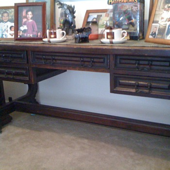 Need help identifying a antique desk.
