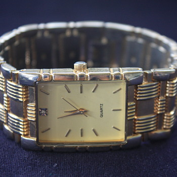 No-Name Rectangle QUARTZ ANALOG Men's Goldtone Wristwatch  - Wristwatches