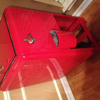 Coca cola cooler from 1937. Junior Westinghouse .