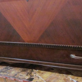 1930s HONDERICH FURNITURE CO CEDAR CHEST 2 - Furniture