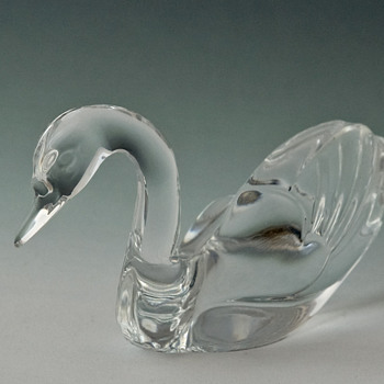 Moulded Glass Swan maker Unknown - Art Glass