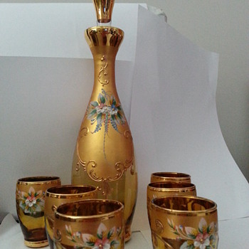 BEAUTIFUL HANDPAINTED DECANTER & GLASSES