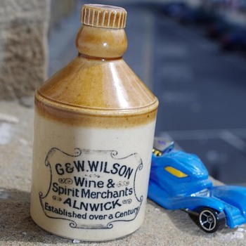 G&W WILSON ALNWICK MINIATURE FLAGON - Bottles