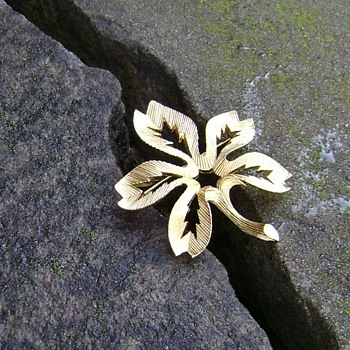 Vintage Trifari Flower Brooch - Costume Jewelry